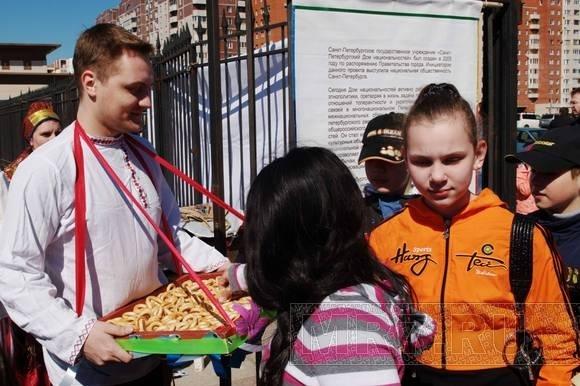 В парке 300-летия Санкт-Петербурга отпраздновали 75-летие района: Фото