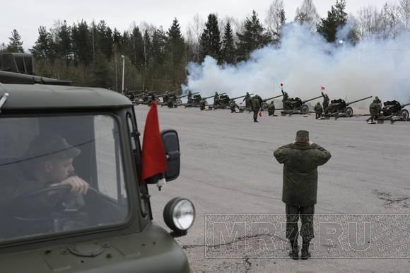 Курсанты-артиллеристы отрепетировали праздничный салют ко Дню Победы: Фото