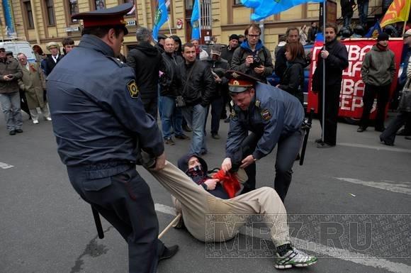 Задержание активистов ДСПА и анархистов около БКЗ «Октябрьский»: фоторепортаж: Фото