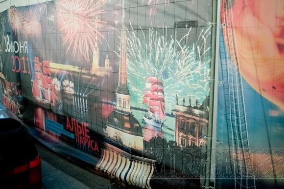 Дворцовая площадь к Дню города готова: Фото