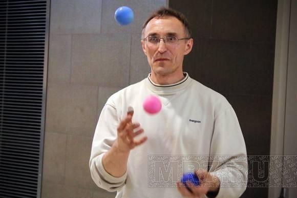 «Летающие дети» научили петербуржцев жонглировать: Фото