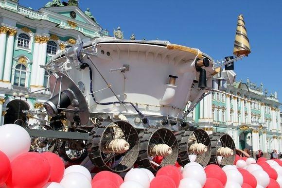 Тысячи роллеров проехали по центру Петербурга: Фото