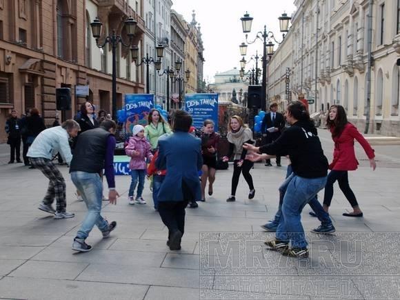На Малой Садовой танцевали все и даже молодые папы: Фото