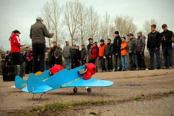 Над парком Авиаторов летали самолеты: Фото