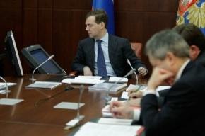 Медведев читает в Твиттере ненормативные реплики