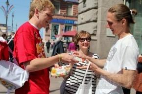 На Невском меняли сигареты на конфеты