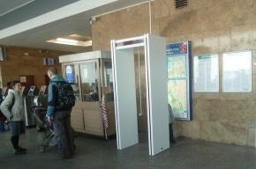 В петербургском метро устанавливают металлодетекторы