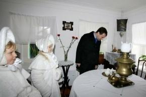 Медведев поблагодарил 300 тысяч человек