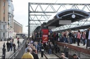 На Московском вокзале встречали Поезд Победы (фото)