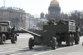 На Дворцовой площади начался военный парад