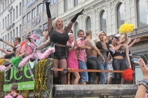 Гей-парад в Москве: 120 активистов, 230 журналистов, 27 противников геев и 61 задержанный