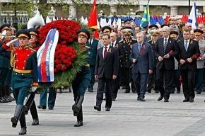 Дмитрий Медведев в канун Дня Победы возложил венок к Могиле Неизвестного Солдата