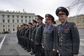 На Дворцовой площади прошел развод милицейских нарядов