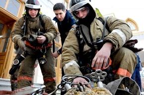 При пожаре в Песочном обгорел пенсионер