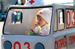 Парад детских колясок сегодня посетит губернатор Петербурга