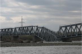 В Хакасии в реку рухнул железнодорожный мост