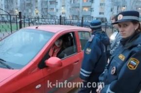 «Принципиальная» дама за рулем устроила автомобильный затор во дворе Сургута