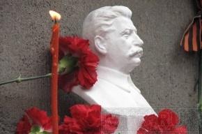 В Петербурге появился бюст Сталина