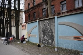 На Петроградской стороне художники рисовали Победу