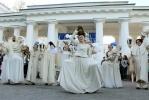 Фестиваль уличных театров открылся декадентским шествием (фото): Фоторепортаж