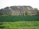 На Савушкина растет подозрительная гора песка: Фоторепортаж
