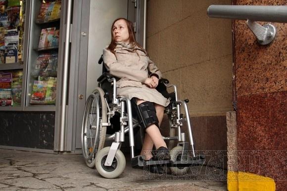 Девушка-инвалид вынудила губернатора задуматься о модернизации эскалаторов: Фото