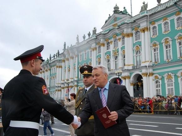 На Дворцовой площади состоялся массовый выпуск суворовцев, нахимовцев и кадетов: Фото