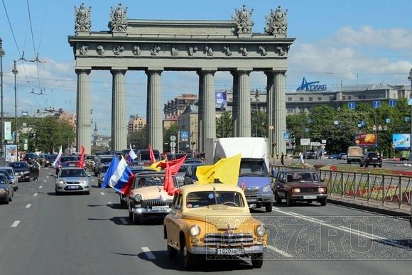 Ретроавтомобили проехали по Московскому проспекту: Фото