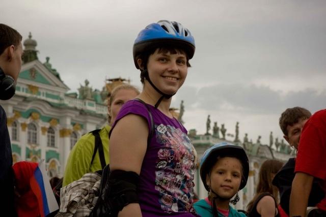 Тамара Москвина проехала с петербуржцами по городу на роликах: Фото