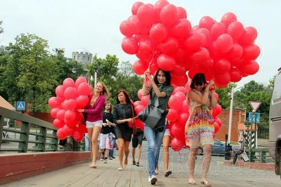 Над Петербургом пролетело «окно в Европу» из 800 воздушных шаров: Фото