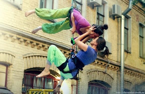 Танцы на брандмауэре и в воздухе: фоторепортаж: Фото