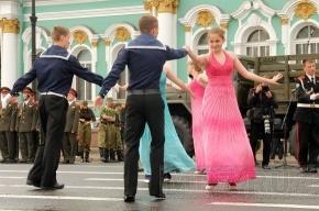 На Дворцовой площади курсанты репетировали свой выпуск