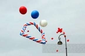 Над Петербургом пролетело «окно в Европу» из 800 воздушных шаров