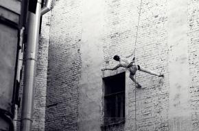 Танцы на брандмауэре и в воздухе: фоторепортаж