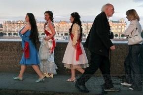 «Алые паруса»: выпускник сможет провести на Дворцовую площадь двух гостей