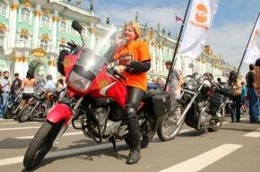 Тысячи байкеров проехали по Невскому проспекту