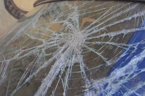 В результате ДТП бетономешалка упала на троллейбусный столб: пострадали двое