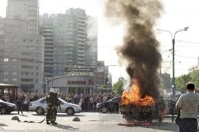 На углу Гражданского и Науки горел автомобиль