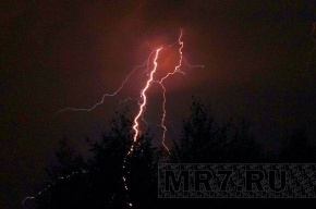 МЧС: энергообъектам Ленобласти угрожают молнии