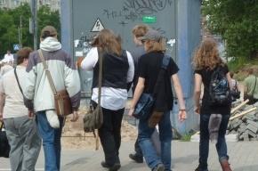 По городу ходят люди с хвостами