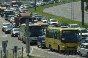 На Выборгском шоссе транспортный коллапс