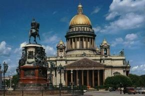 Вандал повредил памятник императору Николаю I