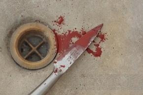 Наркоман больше ста раз ударил соседей ножом