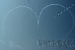 Летчики группы «Русь» показали петербуржцам высший пилотаж