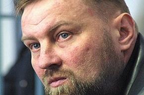 Москвичи несут цветы к месту убийства Юрия Буданова