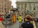 Фоторепортаж: «Перед Александринским театром построили джунгли»