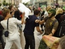 Фоторепортаж: ««Подушку мне запили»: в бое подушками принял участие даже полицейский»