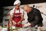 Роман Широков признался, что любит мясные блюда: Фоторепортаж