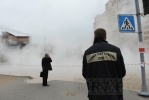 Улица Сикейроса: На месте разрыва трубопровода работают сварщики: Фоторепортаж