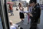 У Гостиного двора сидят бастующие активисты «Другой России»: Фоторепортаж